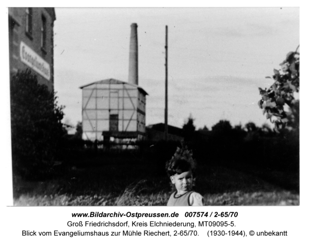 Groß Friedrichsdorf, Blick vom Evangeliumshaus zur Mühle Riechert, 2-65/70