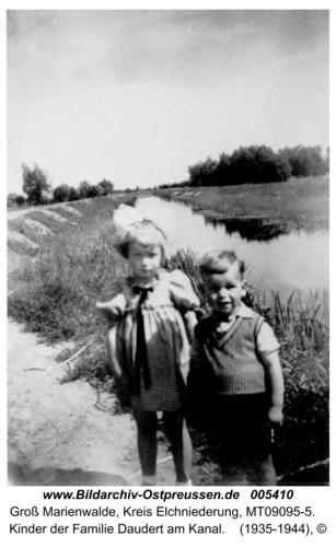 Groß Marienwalde, Kinder der Familie Daudert am Kanal