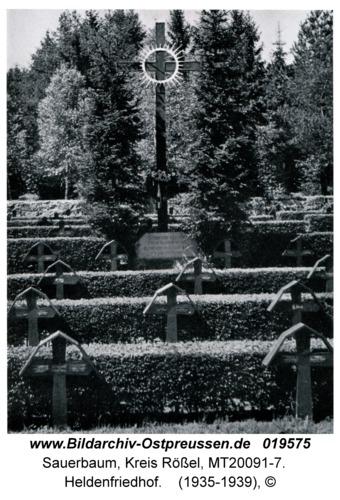 Sauerbaum, Heldenfriedhof