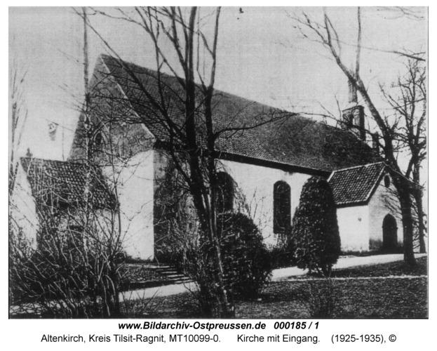 Altenkirch, Kirche mit Eingang