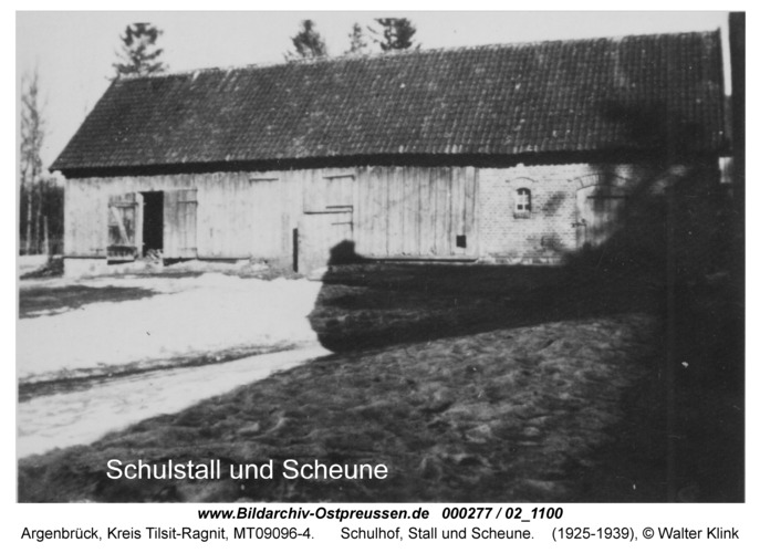 Argenbrück, Schulhof, Stall und Scheune