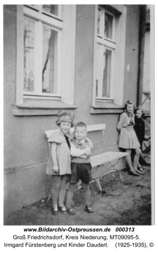 Groß Friedrichsdorf, Irmgard Fürstenberg und Kinder Daudert