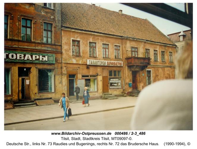 Tilsit, Deutsche Str., links Nr. 73 Raudies und Bugenings, rechts Nr. 72 das Brudersche Haus
