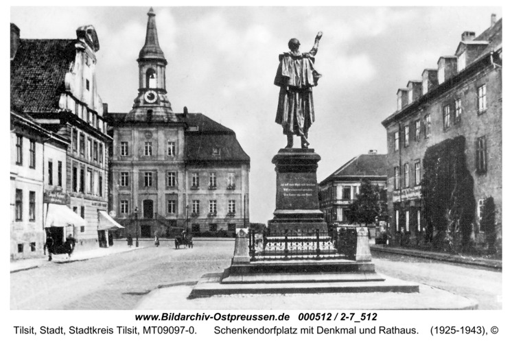 Tilsit, Schenkendorfplatz mit Denkmal und Rathaus