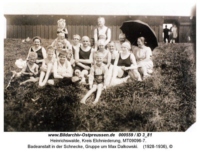 Heinrichswalde, Badeanstalt in der Schnecke, Gruppe um Max Dalkowski