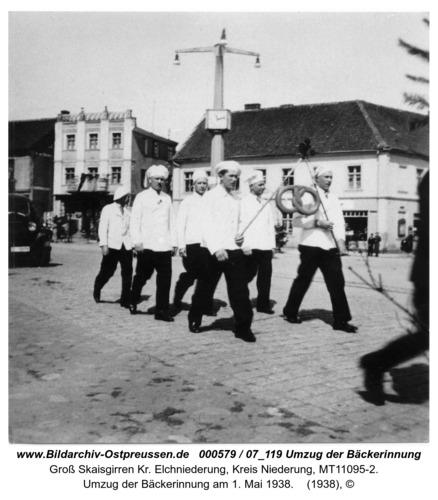 Kreuzingen, Umzug der Bäckerinnung am 1. Mai 1938