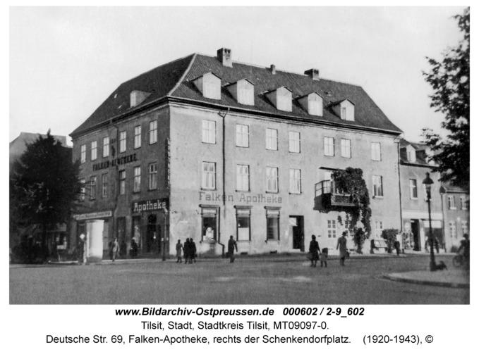Tilsit, Deutsche Str. 69, Falken-Apotheke, rechts der Schenkendorfplatz
