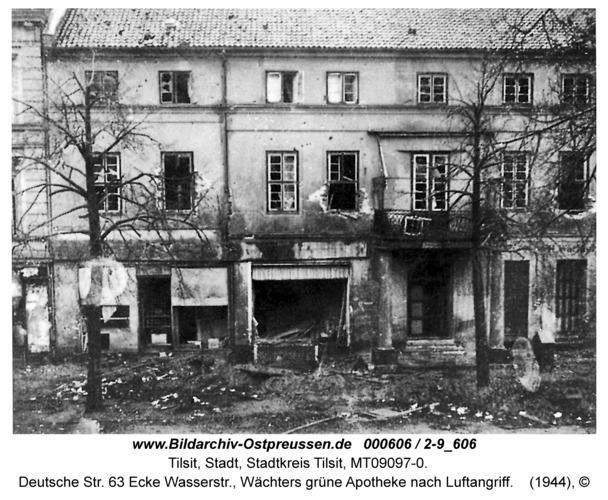 Tilsit, Deutsche Str. 63 Ecke Wasserstr., Wächters grüne Apotheke nach Luftangriff