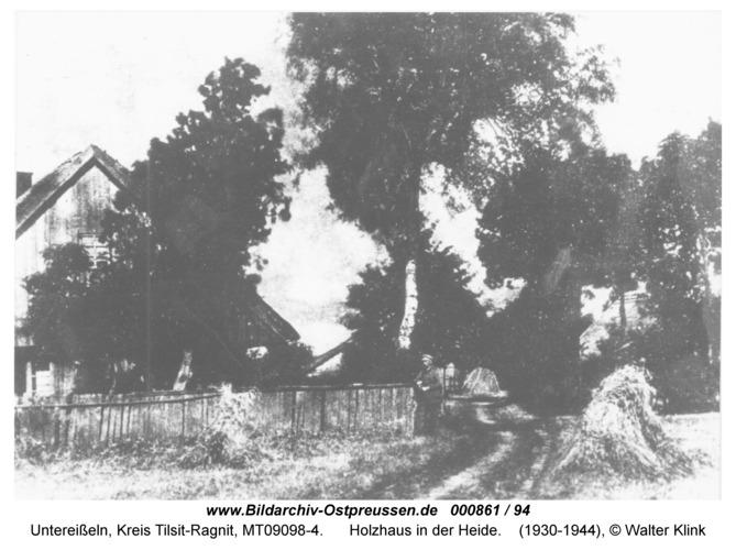 Unter-Eisseln, Holzhaus in der Heide