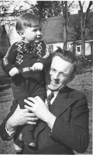Schakendorf, Pfarrer Kurt Mickeluhn mit Sohn Erich