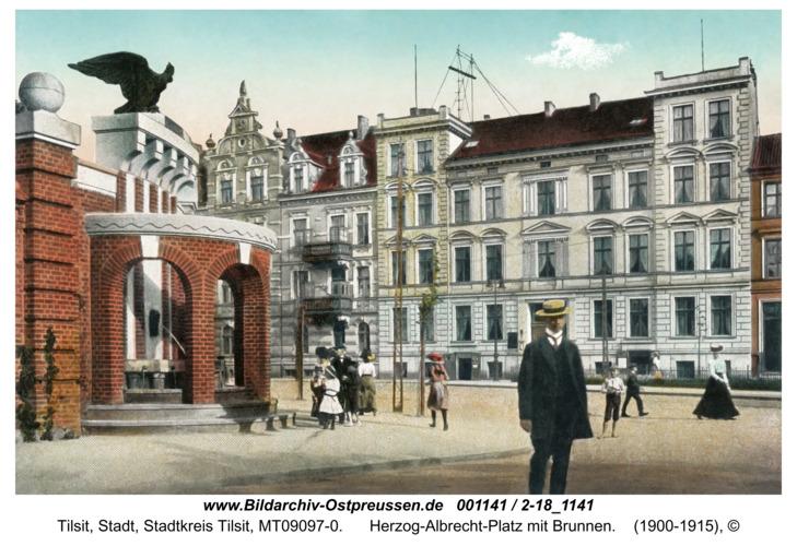 Tilsit, Herzog-Albrecht-Platz mit Brunnen