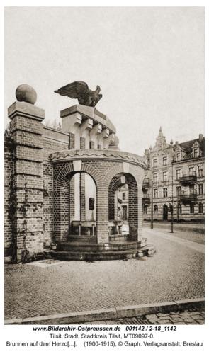 Tilsit, Brunnen auf dem Herzog-Albrecht-Platz