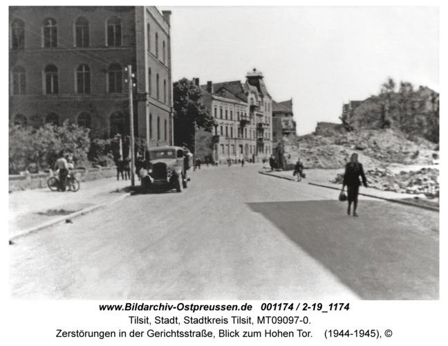 Tilsit, Zerstörungen in der Gerichtsstraße, Blick zum Hohen Tor