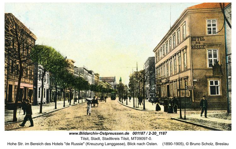 "Tilsit, Hohe Str. im Bereich des Hotels ""de Russie"" (Kreuzung Langgasse), Blick nach Osten"
