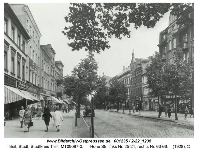 Tilsit, Hohe Str. links Nr. 25-21, rechts Nr. 63-66