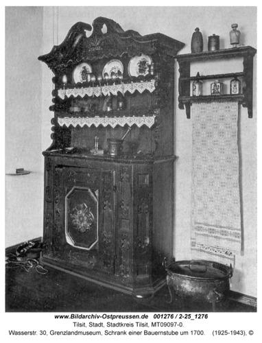 Tilsit, Wasserstr. 30, Grenzlandmuseum, Schrank einer Bauernstube um 1700