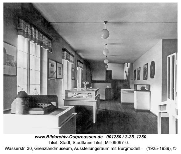 Tilsit, Wasserstr. 30, Grenzlandmuseum, Ausstellungsraum mit Burgmodell