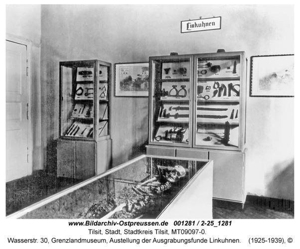 Tilsit, Wasserstr. 30, Grenzlandmuseum, Austellung der Ausgrabungsfunde Linkuhnen
