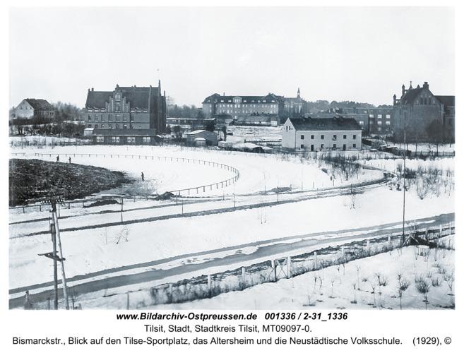 Tilsit, Bismarckstr., Blick auf den Tilse-Sportplatz, das Altersheim und die Neustädtische Volksschule