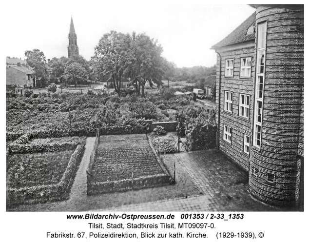 Tilsit, Fabrikstr. 67, Polizeidirektion, Blick zur kath. Kirche