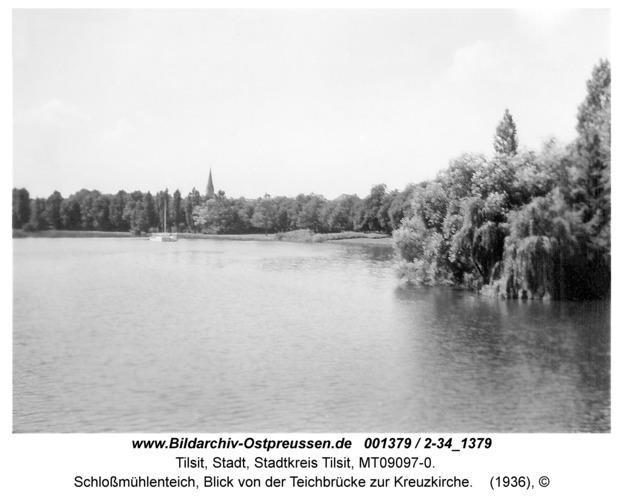 Tilsit, Schloßmühlenteich, Blick von der Teichbrücke zur Kreuzkirche