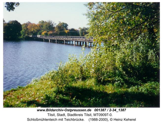 Tilsit, Schloßmühlenteich mit Teichbrücke