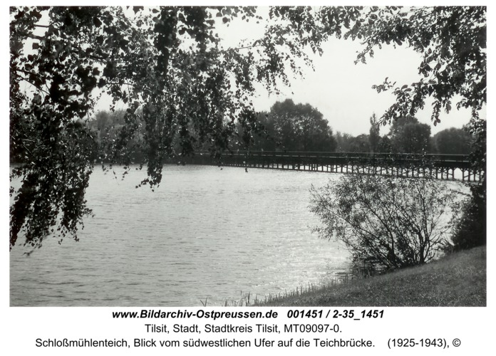 Tilsit, Schloßmühlenteich, Blick vom südwestlichen Ufer auf die Teichbrücke