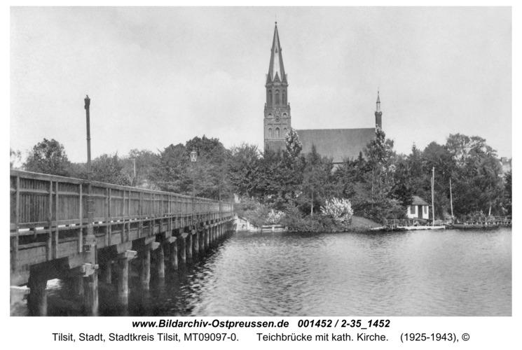 Tilsit, Teichbrücke mit kath. Kirche