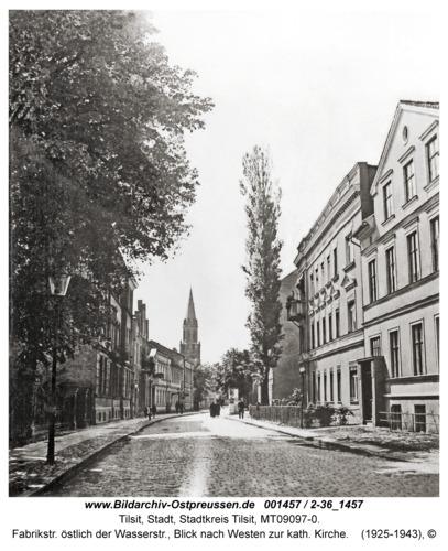 Tilsit, Fabrikstr. östlich der Wasserstr., Blick nach Westen zur kath. Kirche