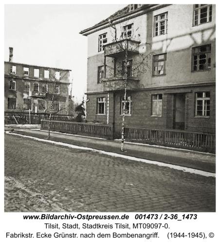 Tilsit, Fabrikstr. Ecke Grünstr. nach dem Bombenangriff