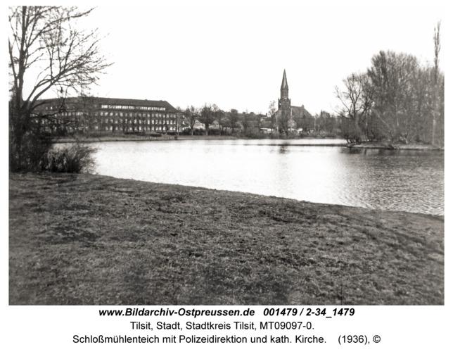 Tilsit, Schloßmühlenteich mit Polizeidirektion und kath. Kirche