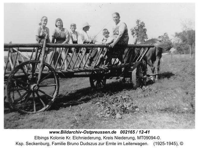 Elbingskolonie, Ksp. Seckenburg, Familie Bruno Dudszus zur Ernte im Leiterwagen