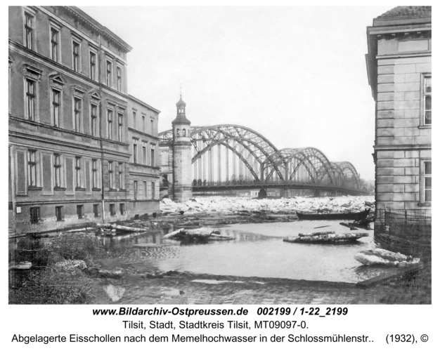 Tilsit, Abgelagerte Eisschollen nach dem Memelhochwasser in der Schlossmühlenstr.