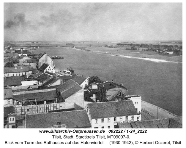 Tilsit, Blick vom Turm des Rathauses auf das Hafenviertel