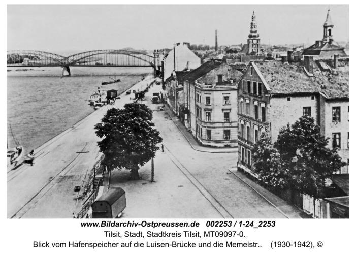Tilsit, Blick vom Hafenspeicher auf die Luisen-Brücke und die Memelstr.