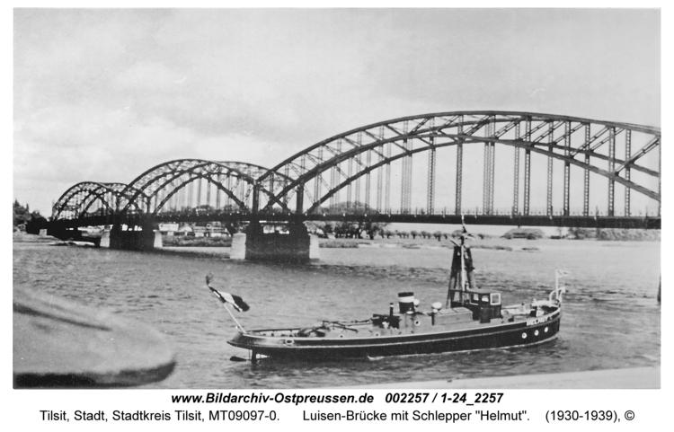 """Tilsit, Luisen-Brücke mit Schlepper """"Helmut"""""""