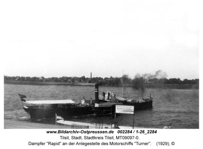 """Tilsit, Dampfer """"Rapid"""" an der Anlegestelle des Motorschiffs """"Turner"""""""