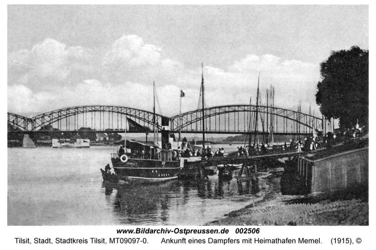 Tilsit, Ankunft eines Dampfers mit Heimathafen Memel