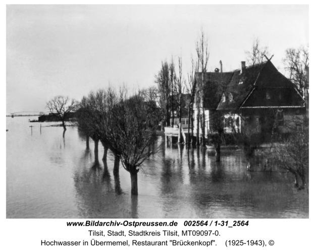"""Tilsit, Hochwasser in Übermemel, Restaurant """"Brückenkopf"""""""