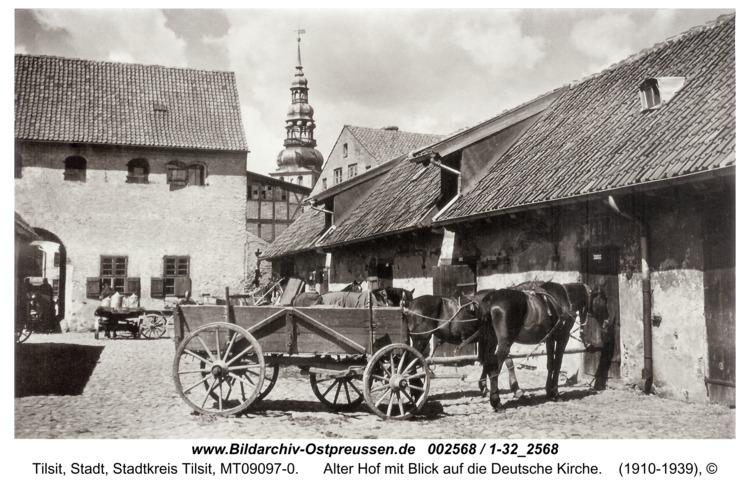Tilsit, Alter Hof mit Blick auf die Deutsche Kirche