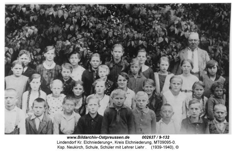 Lindendorf, Ksp. Neukirch, Schule, Schüler mit Lehrer Liehr