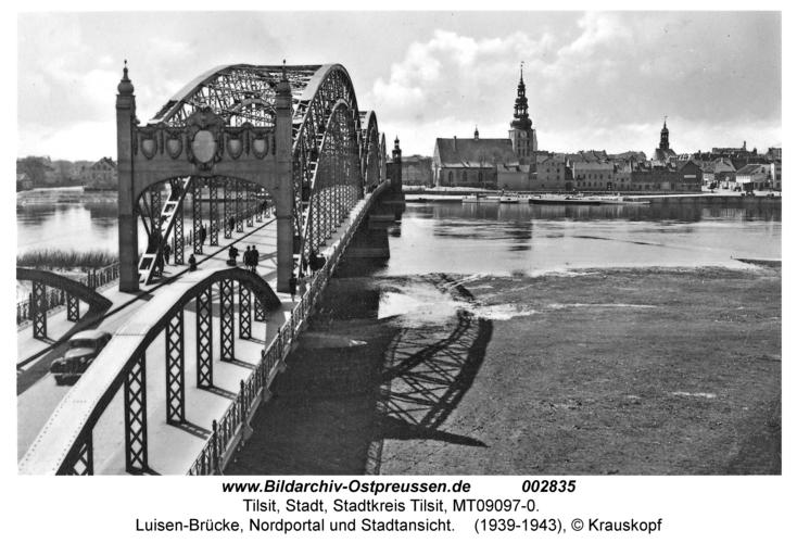 Tilsit, Luisen-Brücke, Nordportal und Stadtansicht