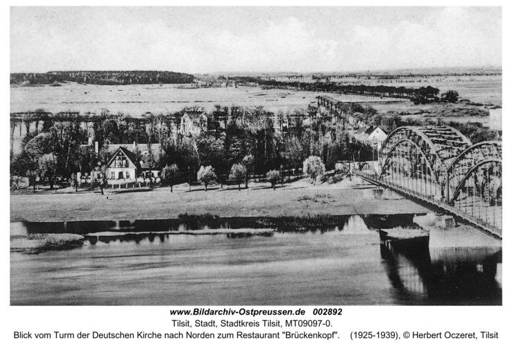 """Tilsit, Blick vom Turm der Deutschen Kirche nach Norden zum Restaurant """"Brückenkopf"""""""