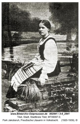 Tilsit, Park Jakobsruh, Preußische Litauerin in Volkstracht