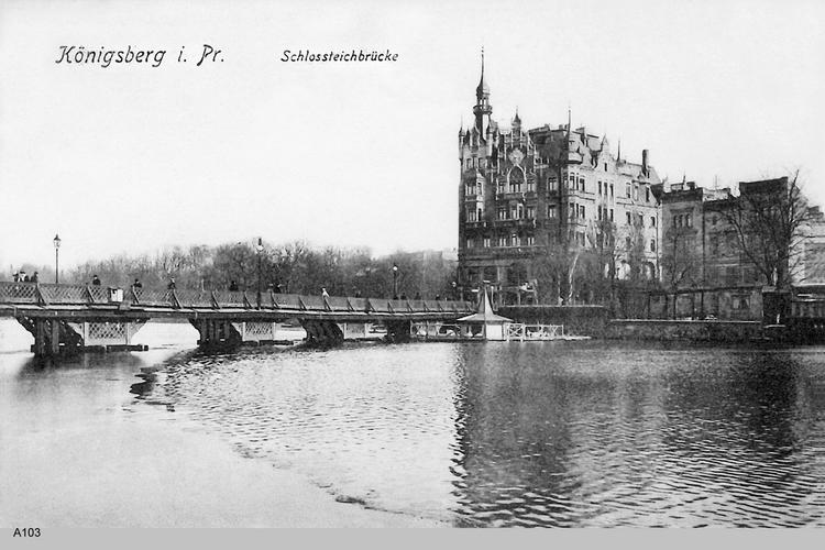 Königsberg, Schloßteichbrücke mit Schwanenhaus