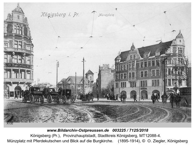 Königsberg, Münzplatz mit Pferdekutschen und Blick auf Burgkirche
