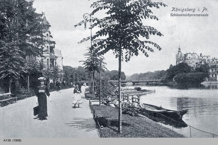 Königsberg, Schloßteichpromenade mit Frau und Mädchen