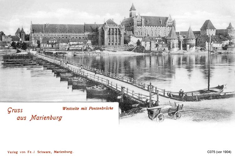 Marienburg, Die Marienburg, Westseite, Pontonbrücke