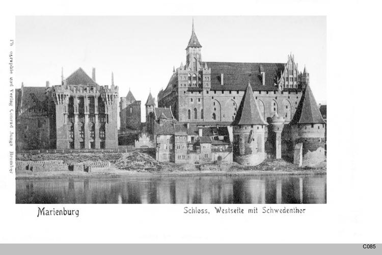 Marienburg, Westseite mit Schwedentor