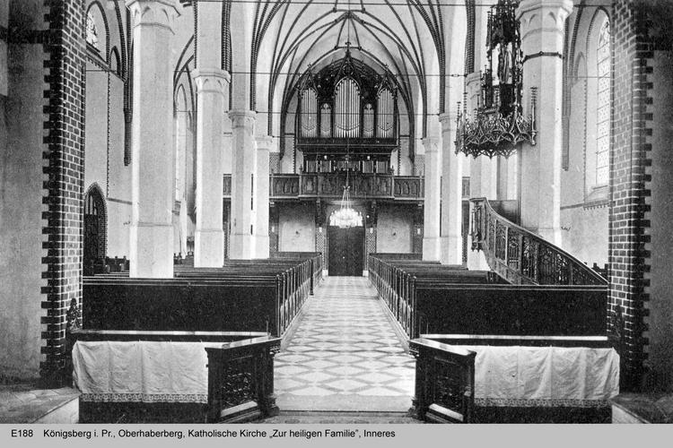 Königsberg, Katholische Kirche zur Heiligen Familie, Orgel und Kanzel